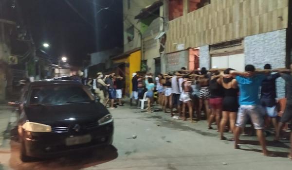"""Paredão com 300 pessoas é encerrado em Portão; """"resolvemos com diálogo"""", diz PM"""