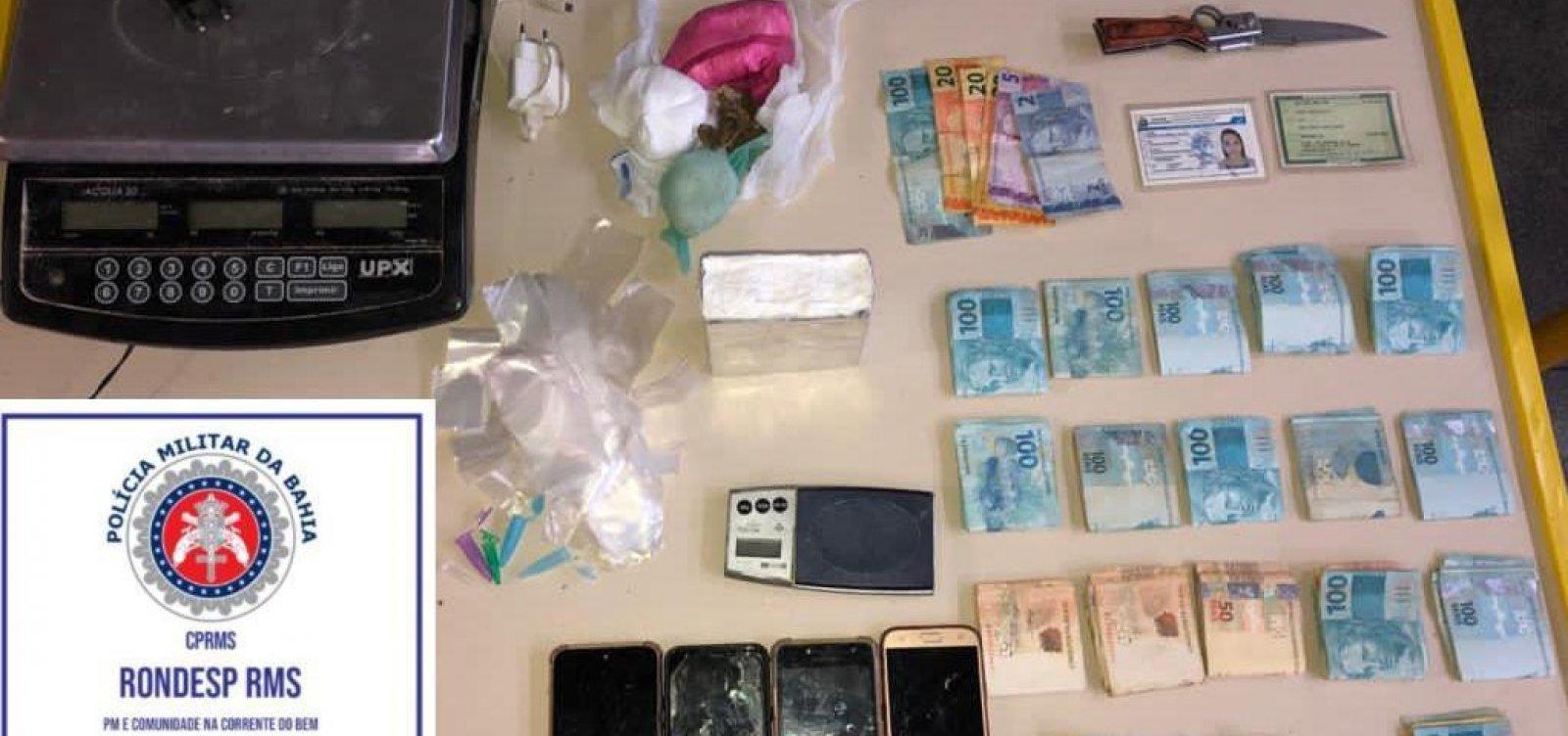 Mulher que vendia cocaína em frente a shopping de Salvador é presa