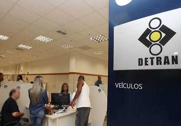 Detran alerta para a volta de prazos para renovação de carteira e transferência de veículos