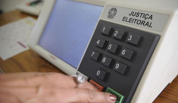 Eleitores das cidades onde têm segundo turno não podem ser presos a partir desta terça-feira