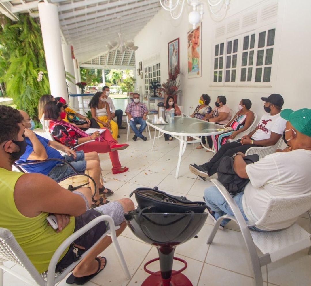 Moema reúne-se com os barraqueiros da orla de Ipitanga; saiba mais