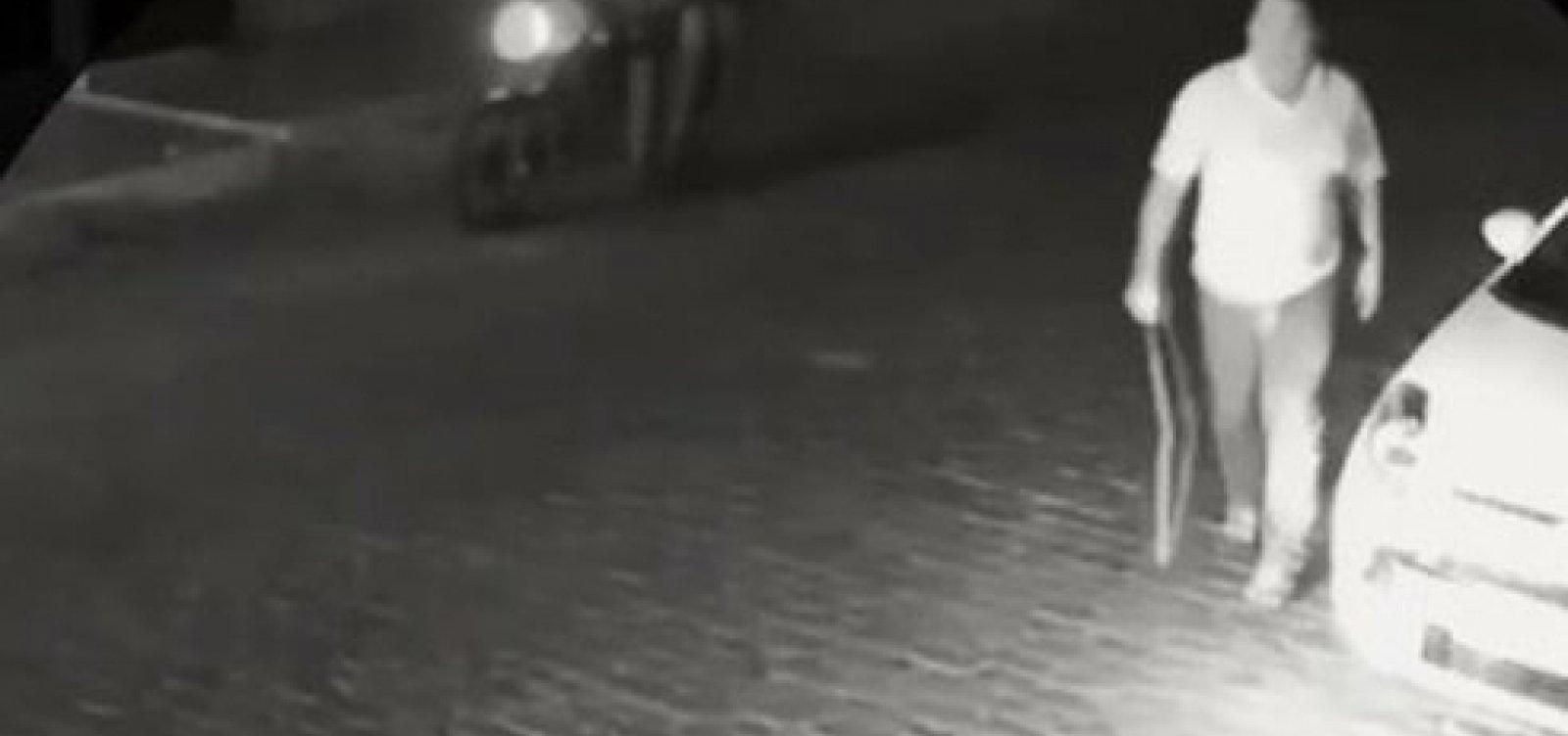 Prefeito de Barra do Mendes usa cinto para agredir moradores que protestavam na frente da casa dele