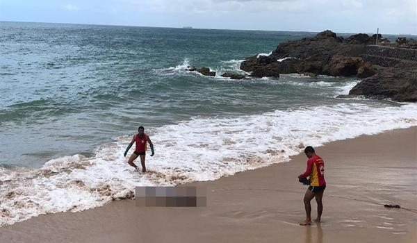 """Calçado com tênis, corpo é encontrado por mergulhador na Praia de Ondina, em Salvador; """"uma surpresa"""""""