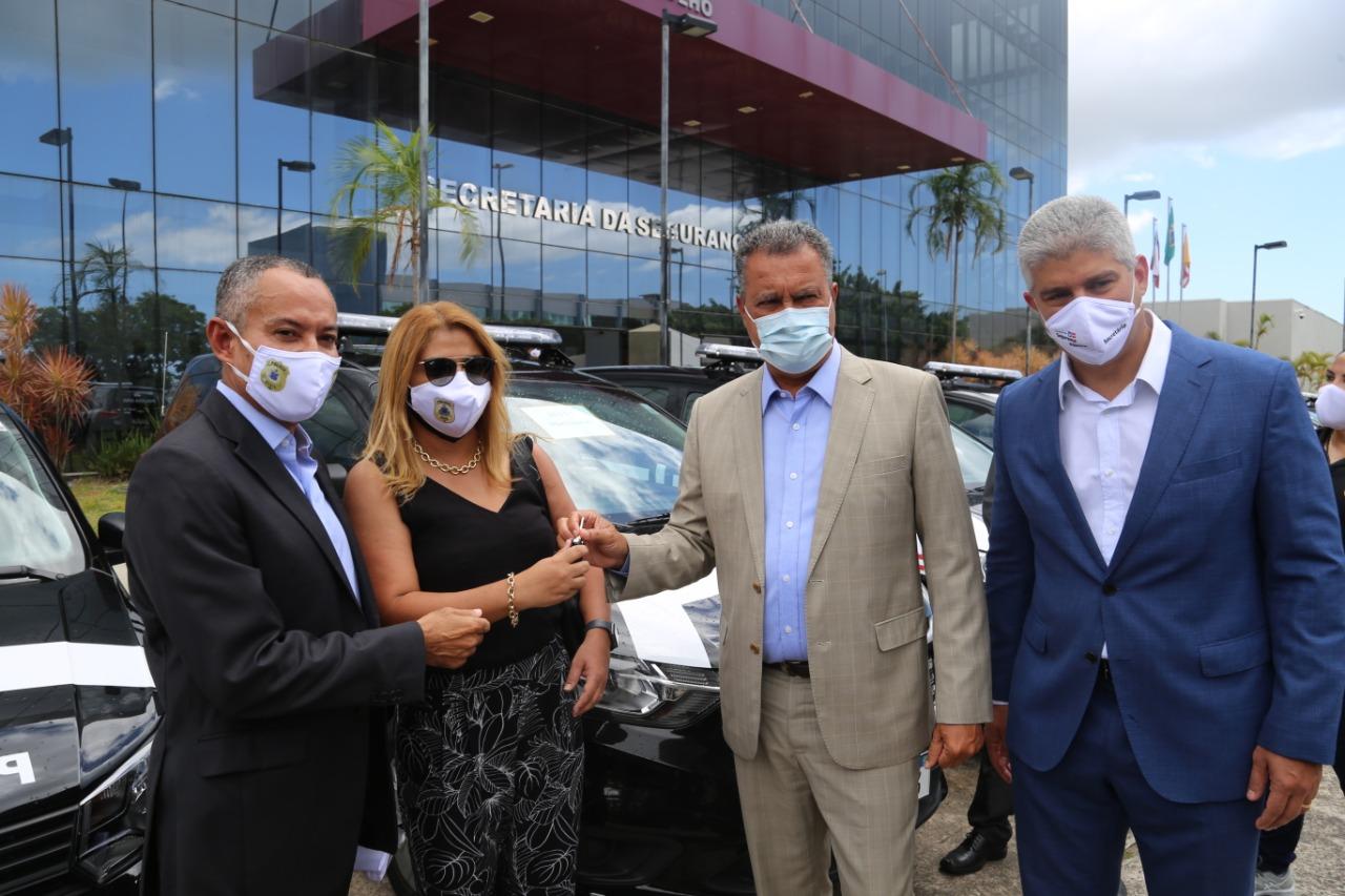 Delegacia de Portão recebe duas novas viaturas do Governo do Estado