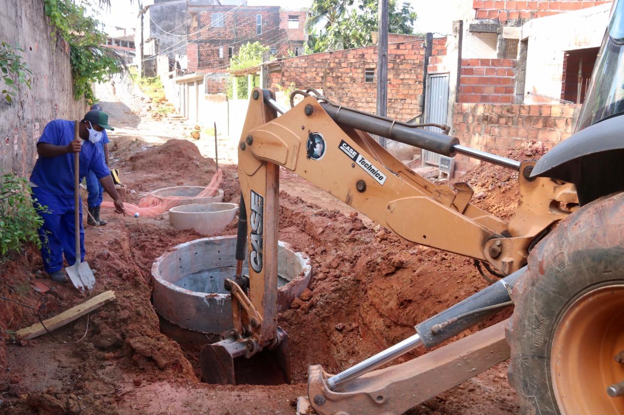 Ruas do Jardim Maria Antonieta, na Itinga, recebem sistema de esgotamento sanitário e pavimentação