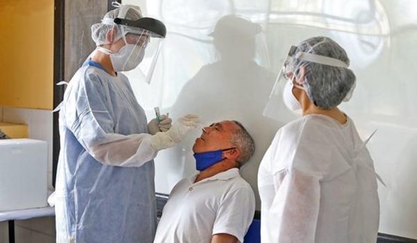 China começa a fazer exames tipo PCR com cotonetes inseridos via anal; método aumenta taxa de detecção do vírus
