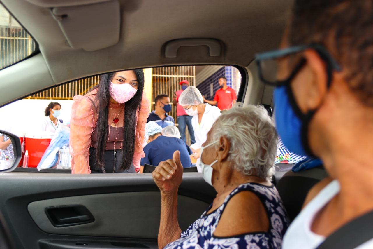 Em Lauro de Freitas, combate a Covid-19 avança com imunização de idosos acima de 90 anos