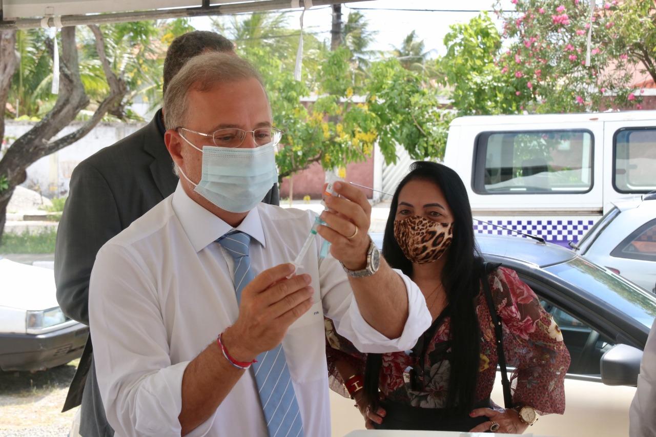 Secretário estadual de Saúde aponta Lauro de Freitas como referência na imunização contra Covid 19 na Bahia