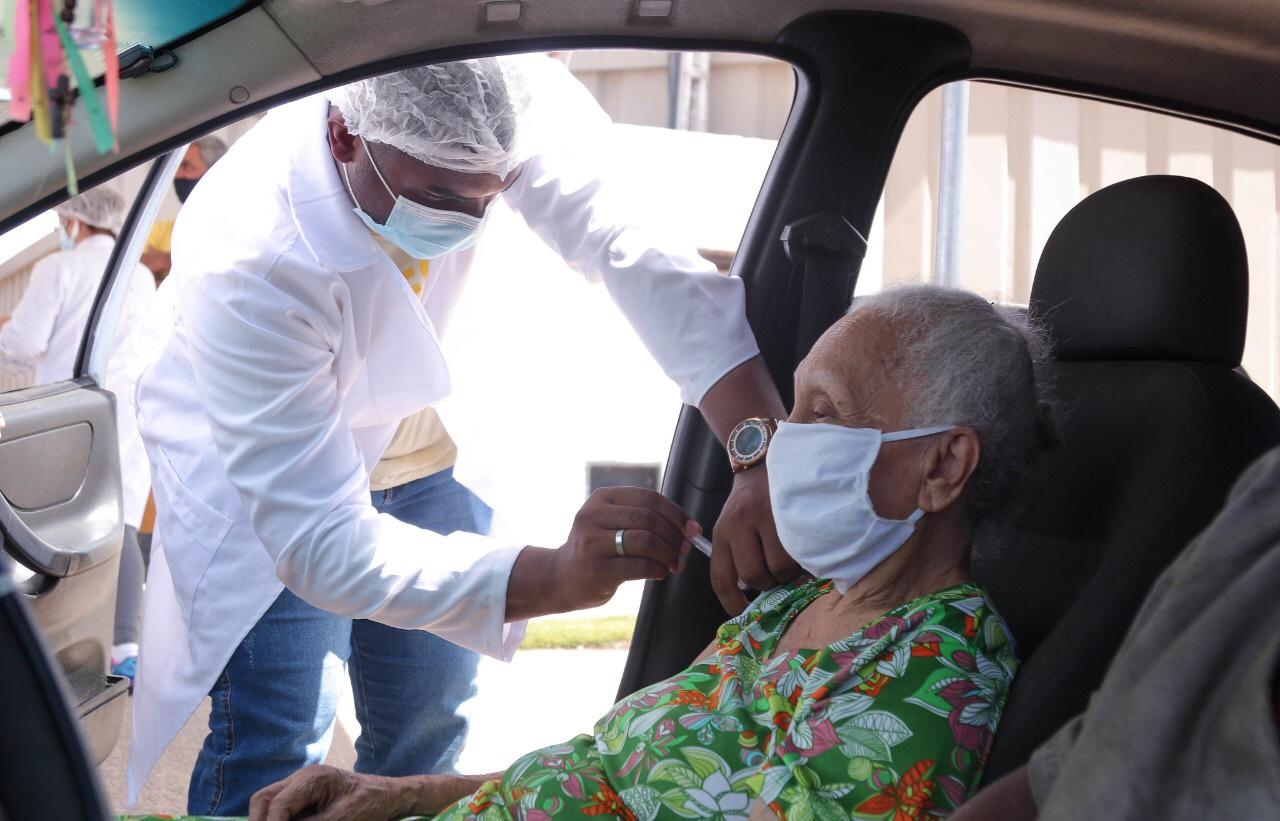 Lauro de Freitas terá mais um dia de vacinação para idosos com mais de 86 anos nesta sexta-feira (12)