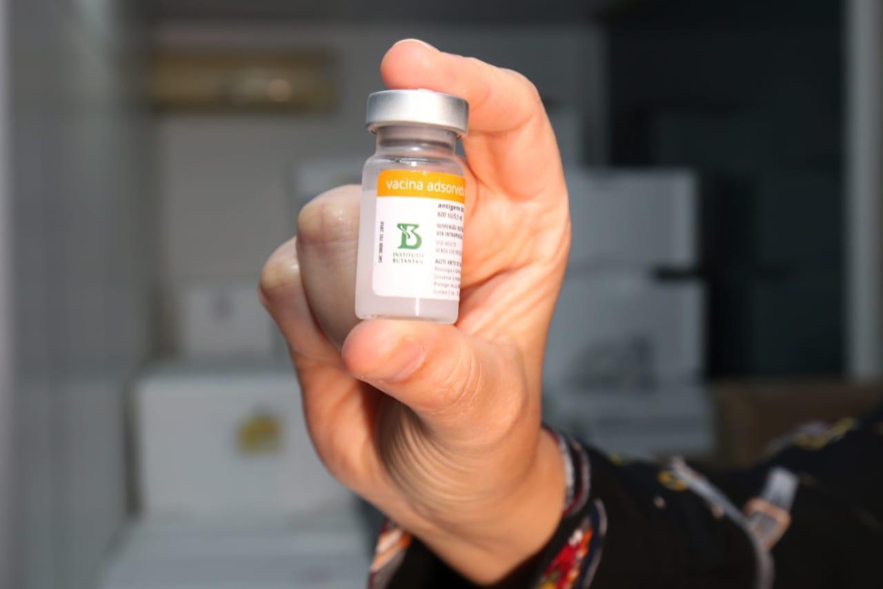 Bahia recebe novas doses de vacina contra Covid e já começa distribuição para interior