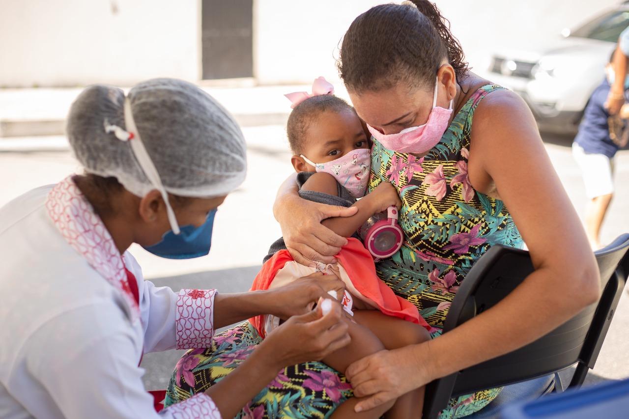 Campanha de vacinação contra gripe começou sem filas em Lauro de Freitas
