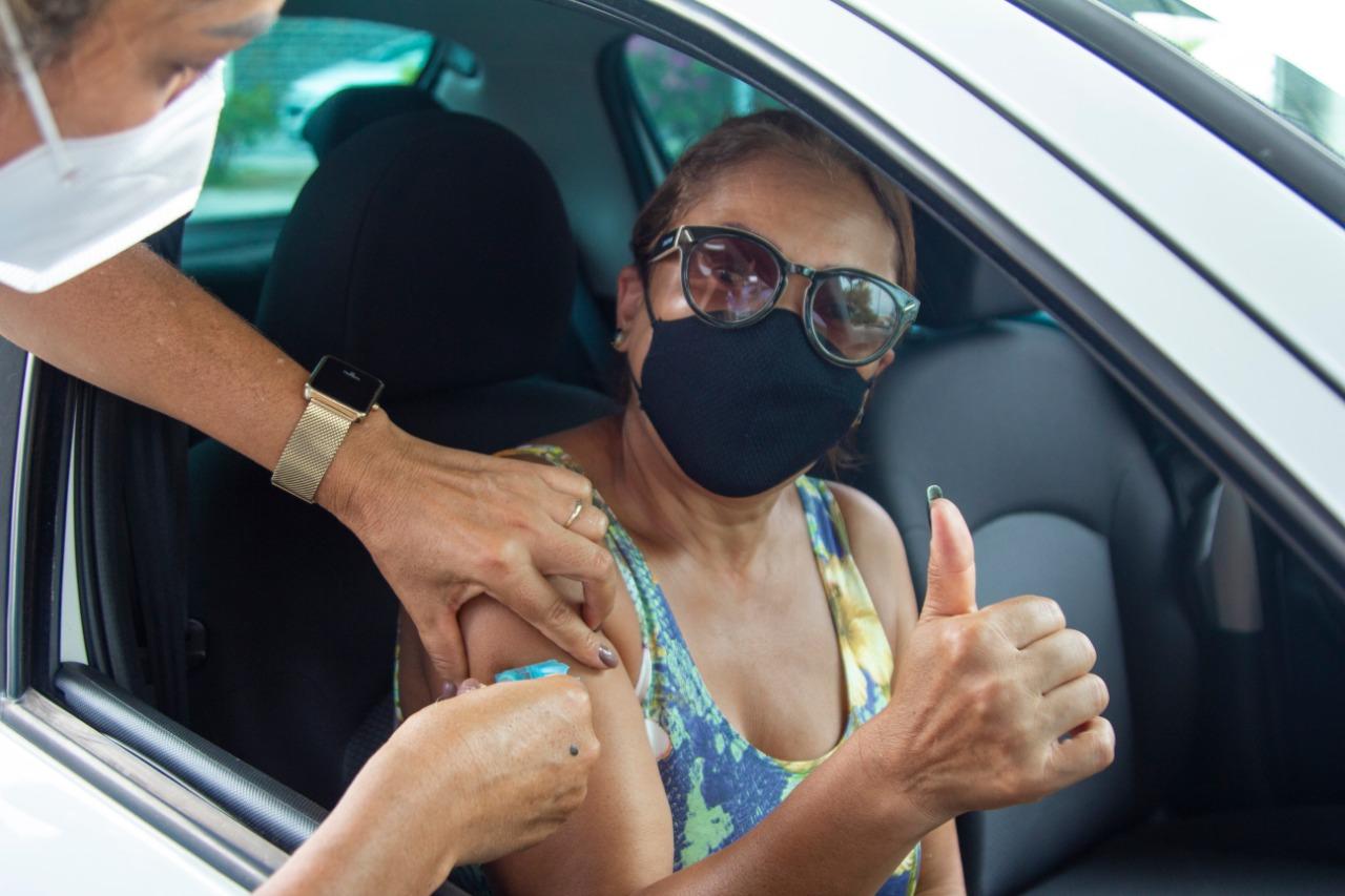 Covid-19: Lauro de Freitas imunizou idosos com 60 anos ou mais neste sábado (17). Vacinação é suspensa neste domingo (18)