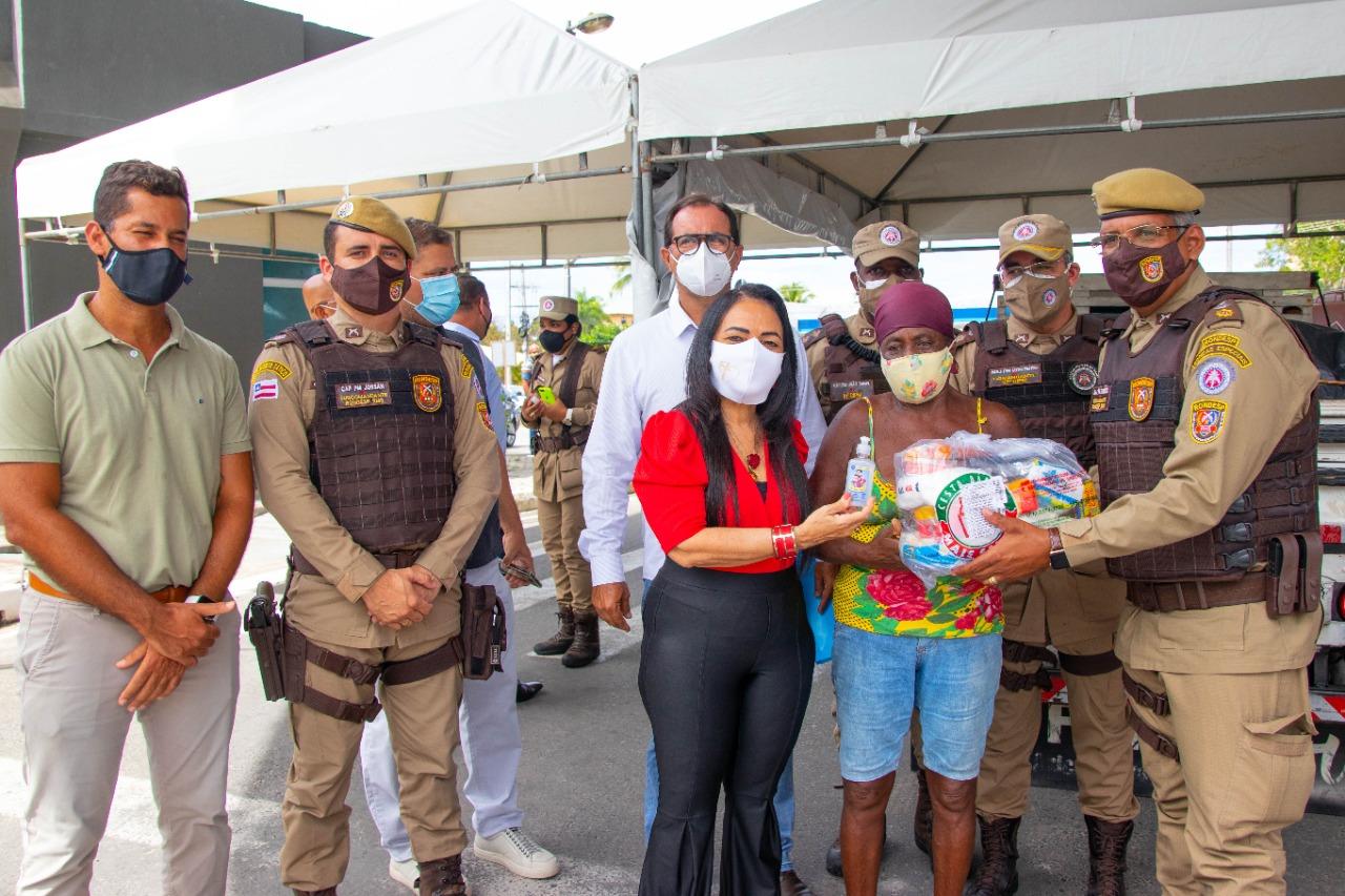 Prefeitura de Lauro de Freitas recebe doação de 500 cestas básicas da Polícia Militar
