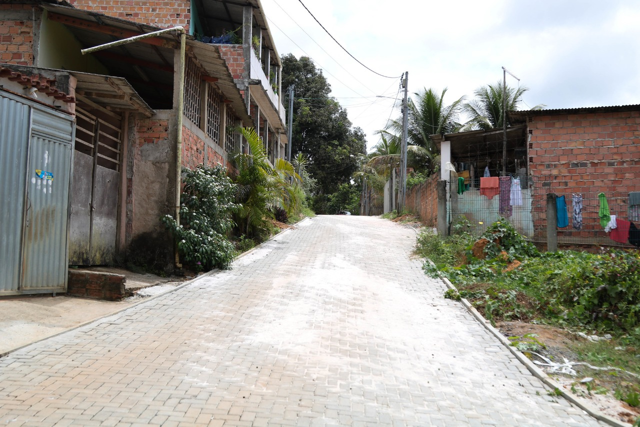 Prefeitura conclui pavimentação em três ruas no Bairro do Jambeiro