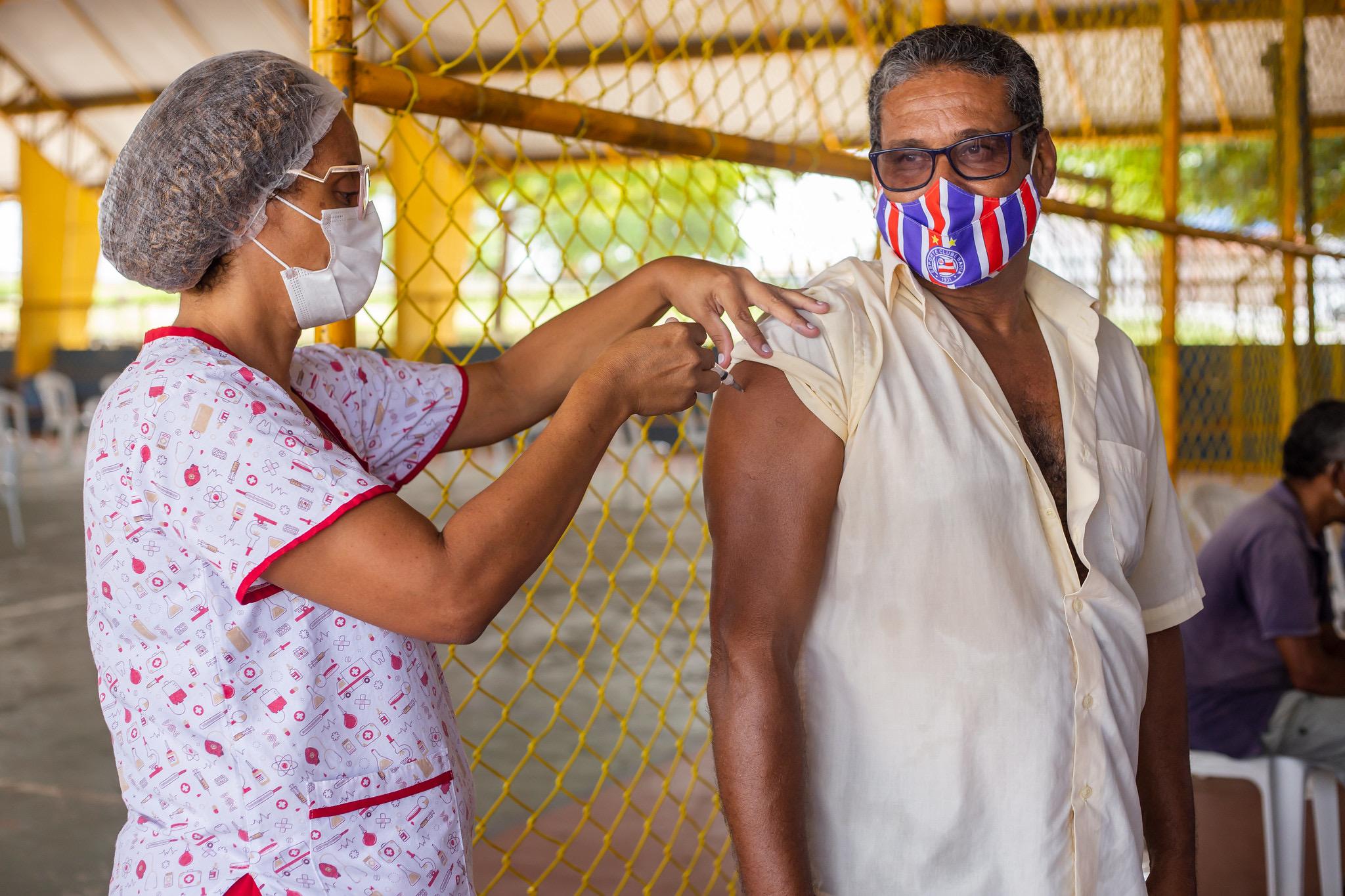 Mesmo com ampliação do público-alvo, vacinação contra a Covid-19 segue tranquila em Lauro de Freitas
