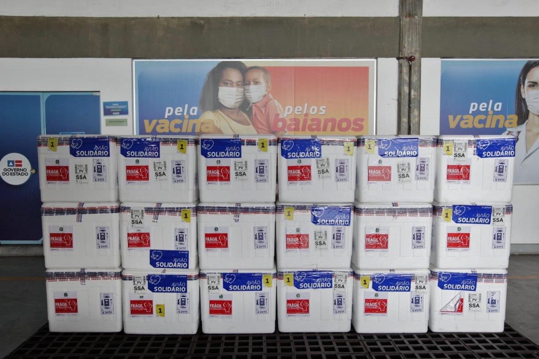 Bahia recebe lote com 351.750 mil doses da vacina AstraZeneca/Fiocruz