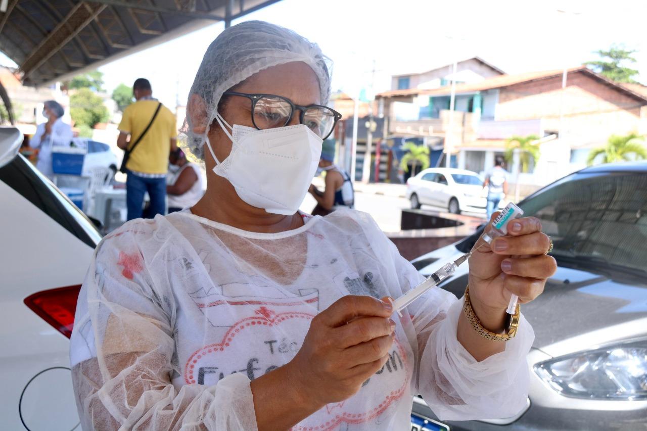 Lauro de Freitas recebe novo lote da Coronavac e retoma aplicação de 2ª dose neste sábado (15) e domingo (16)