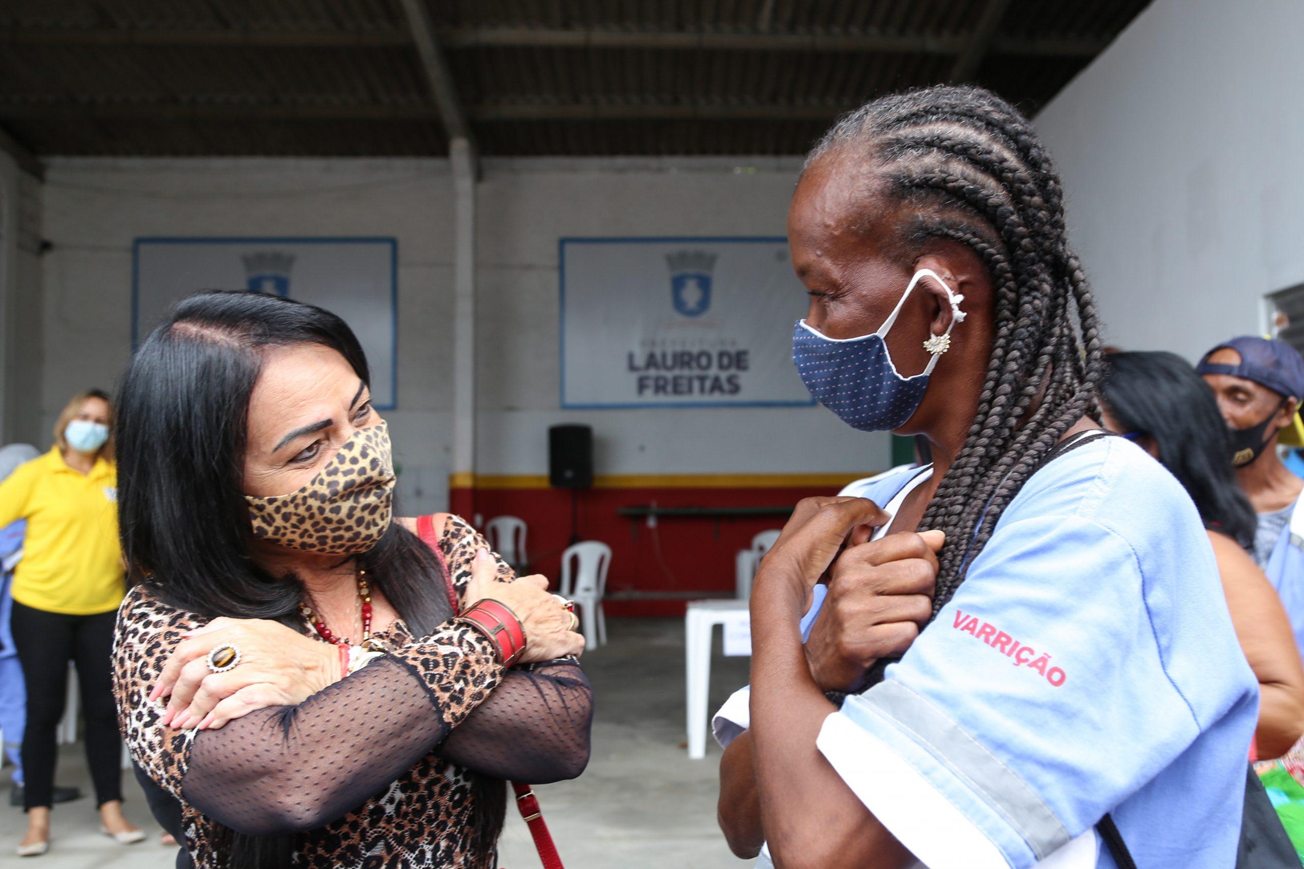 Prefeita destaca serviço prestado pelos agentes de limpeza municipal na linha de frente do combate à pandemia