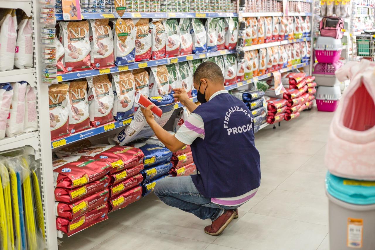 Operação do Procon vistoria pets shops de Lauro de Freitas e notifica irregularidades