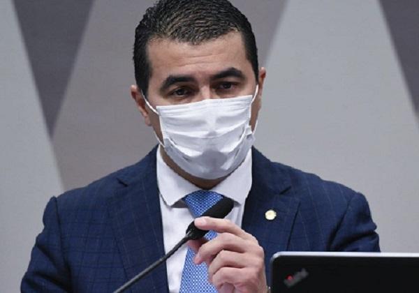 'Vão pedir desculpas?', questiona deputado após Saúde suspender contrato da Covaxin