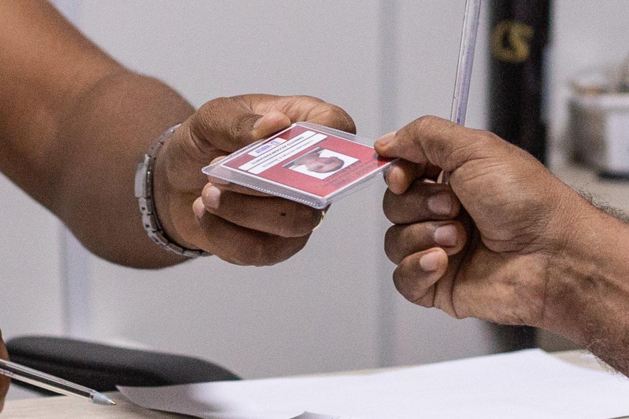 Mais de 2.600 pessoas com deficiência são beneficiadas com passe livre em Lauro de Freitas