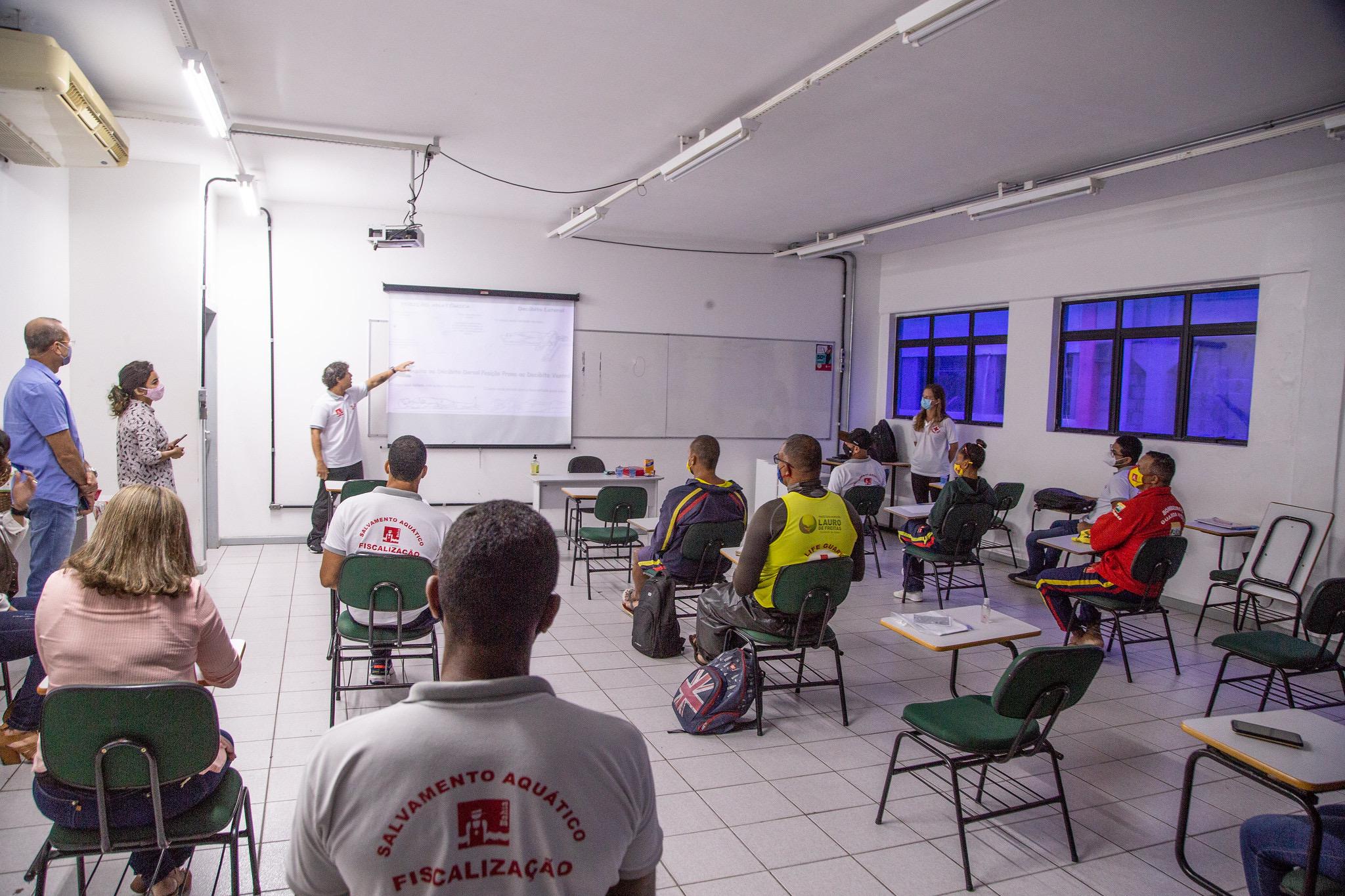 Lauro de Freitas inicia curso de Capacitação em salvamento aquático para salva-vidas