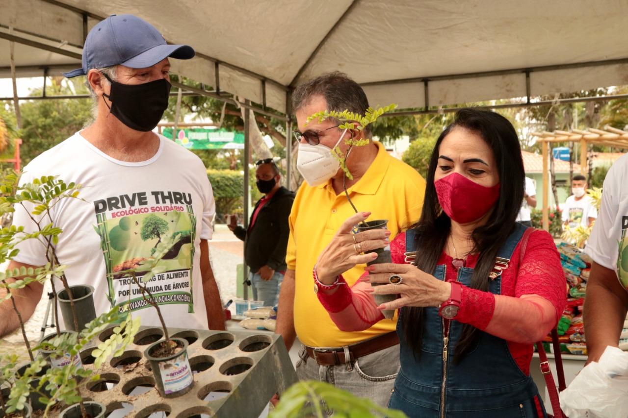 Drive-thru ecológico arrecada meia tonelada de alimentos para instituições beneficentes de Lauro de Freitas