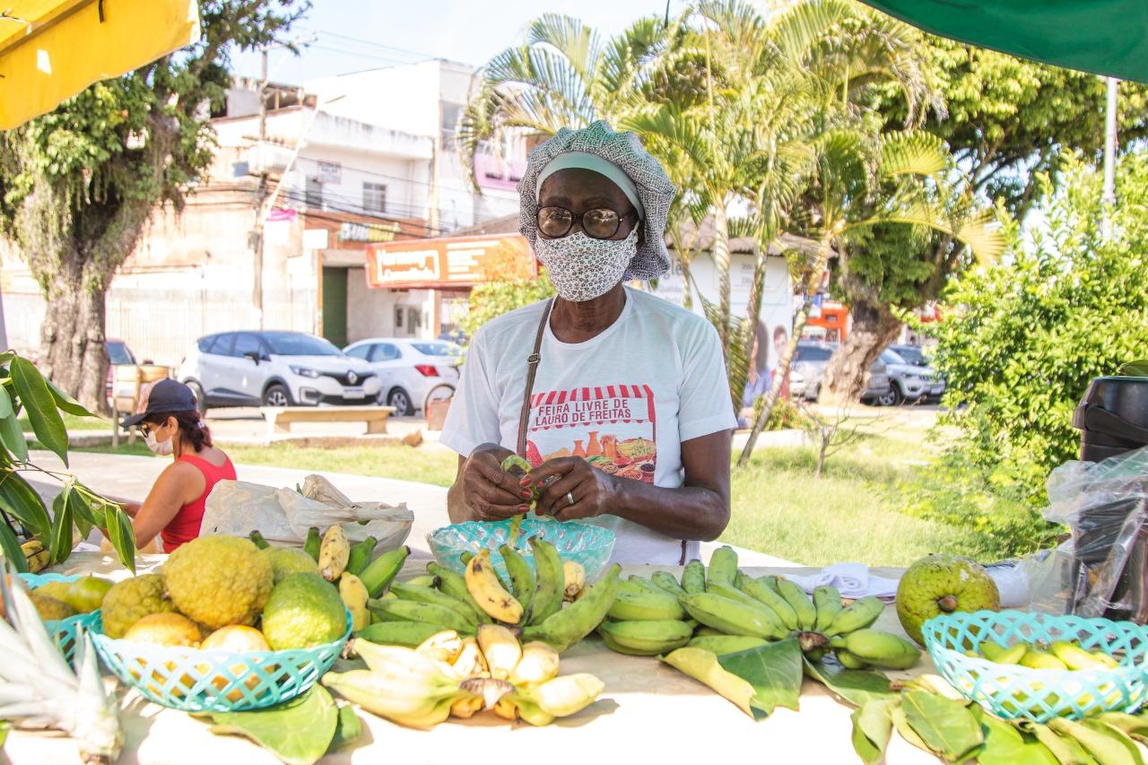 Feira Livre valoriza comerciantes e agricultura familiar de Lauro de Freitas; clientes agradecem