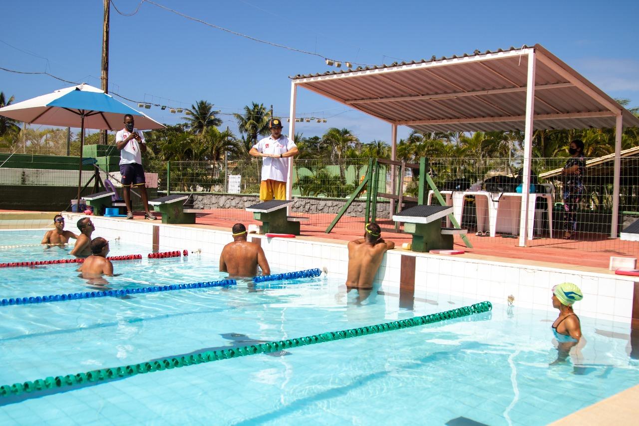 Salva-vidas de Lauro de Freitas recebem treinamento para aprimorar o condicionamento físico