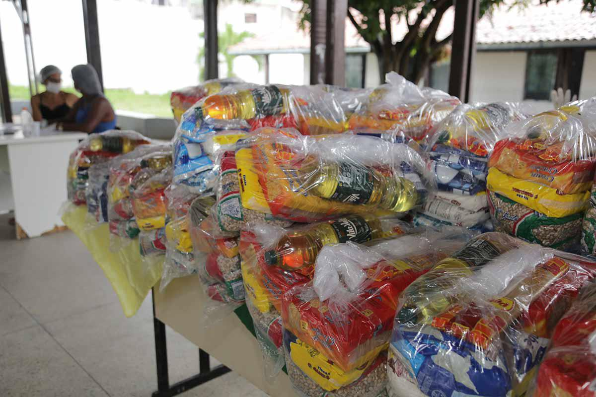 Famílias deixam de buscar 269 kits alimentação em julho para estudantes da Escola Municipal de Vida Nova, em Lauro de Freitas