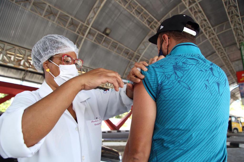 Após vacinar quase 4 mil pessoas neste sábado, Lauro de Freitas alcança 73,5% do público-alvo