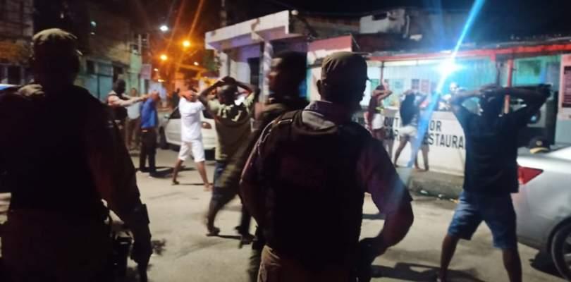 Polícia Militar encerra festa clandestina com 200 pessoas em Lauro de Freitas