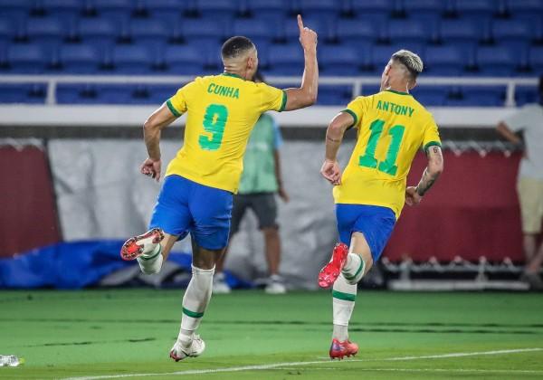 Brasil bate Espanha e conquista o bi no futebol olímpico