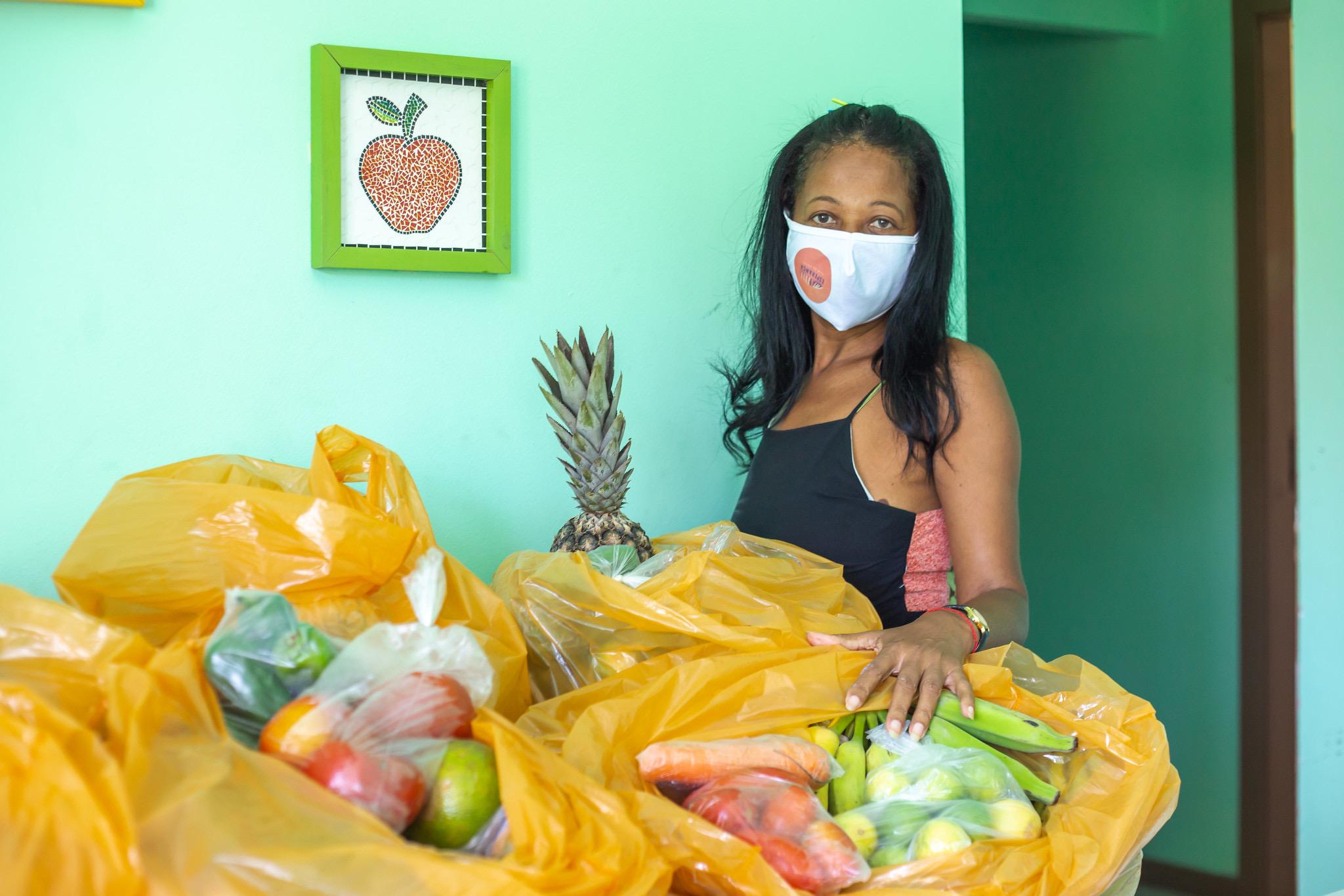 Lauro de Freitas encerra semana com mais entrega de cestas para famílias atendidas nos CRAS
