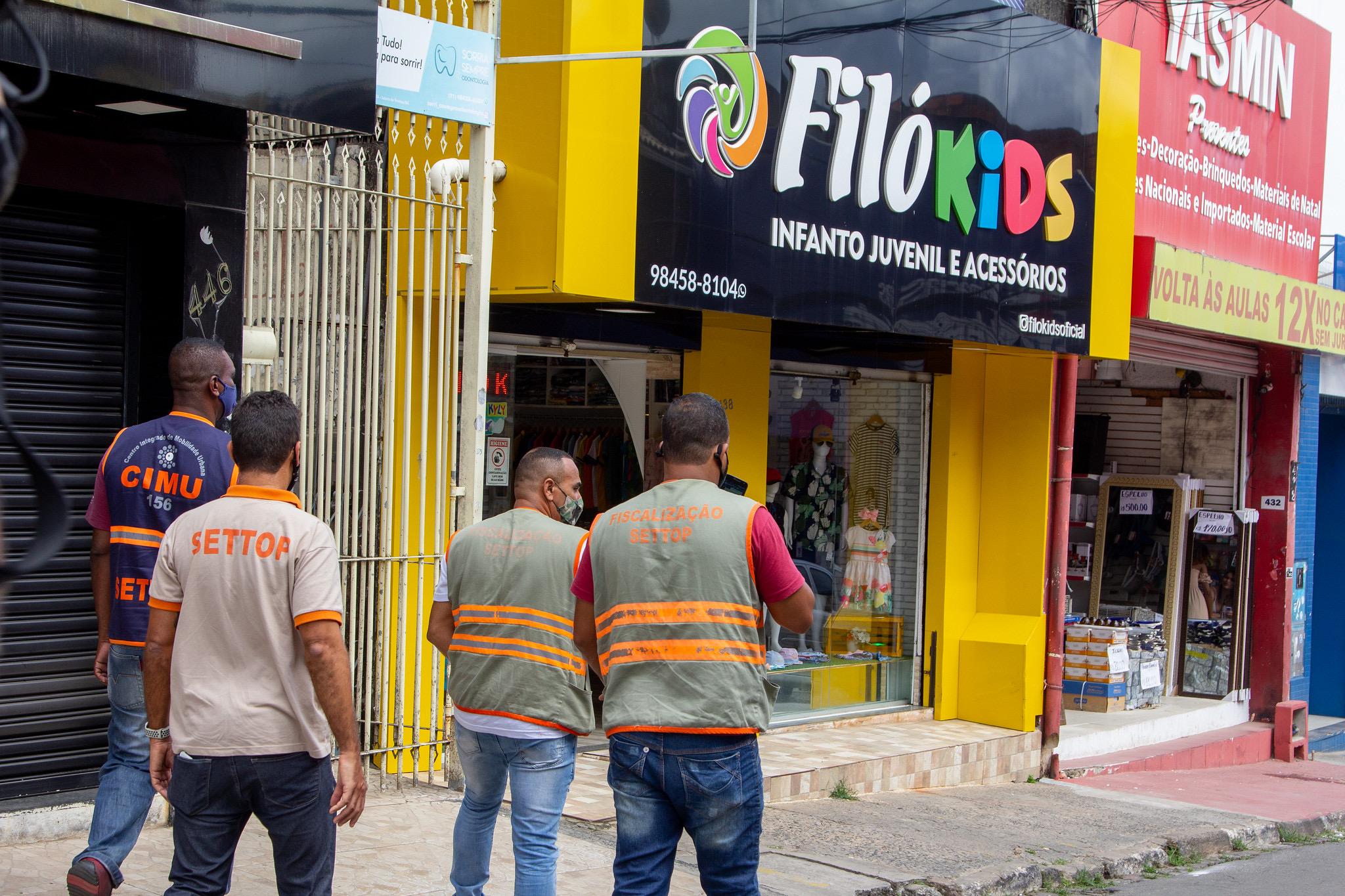 Varejo de rua em Lauro de Freitas registra pouco movimento no primeiro domingo após autorização de funcionamento