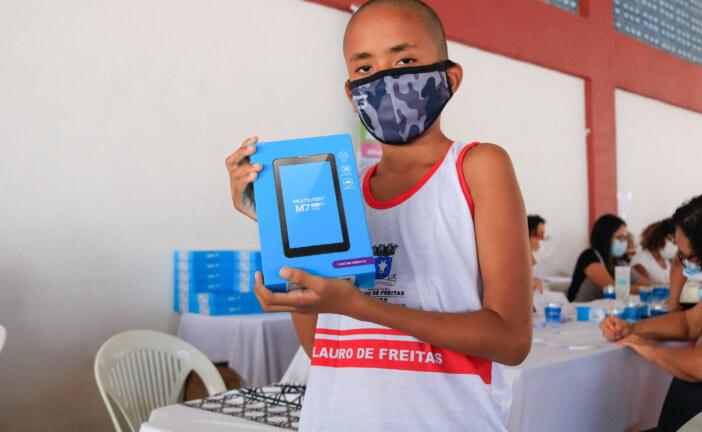 Com implementação de tecnologia na educação, Lauro de Freitas inicia a entrega de 21 mil tablets para a comunidade escolar