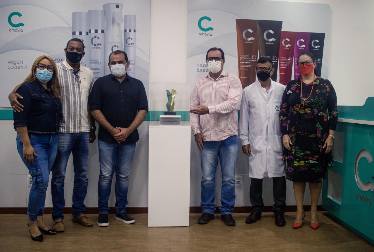 Vice-prefeito de Lauro de Freitas e superintendente de indústrias e comércio visitam uma das maiores fábricas de cosmético do país, instalada em Lauro de Freitas