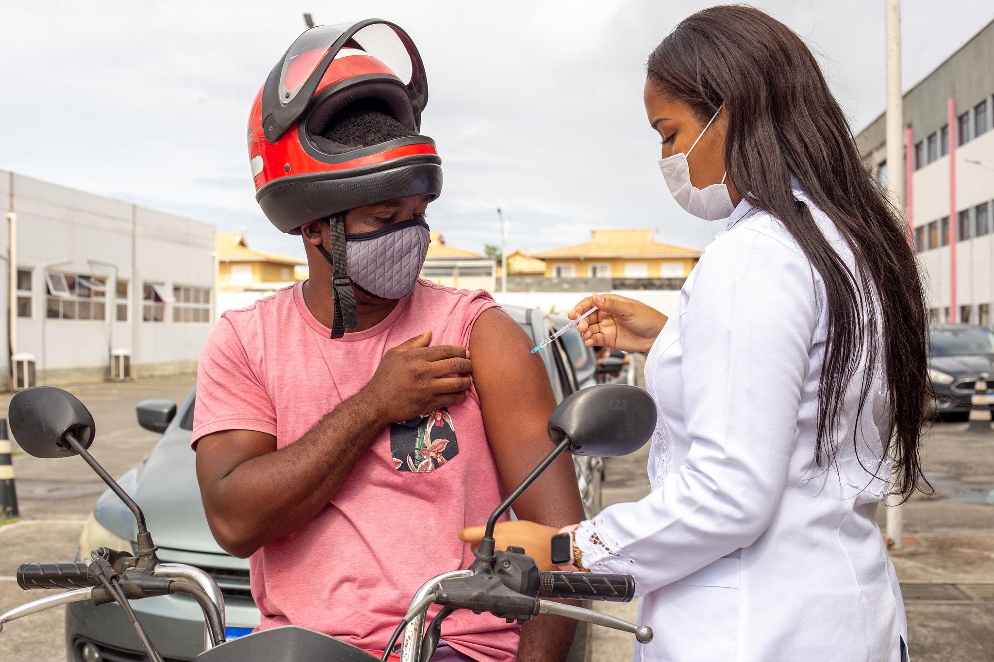 Em Lauro de Freitas, mais de 1.350 pessoas receberam reforço da vacina contra a Covid-19 nesta quarta-feira (18)