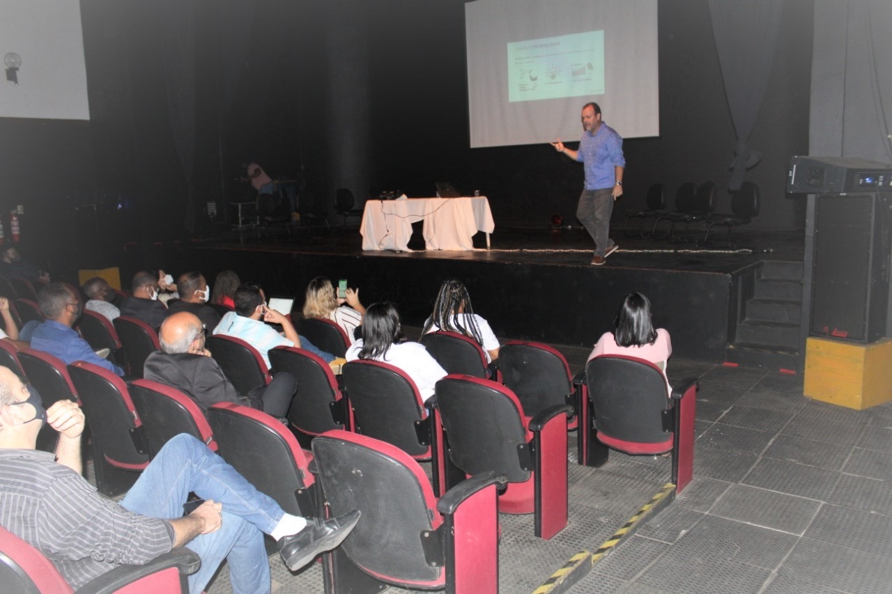 Empreendedores do turismo de Lauro de Freitas aprendem técnicas para aumentar vendas com o marketing digital