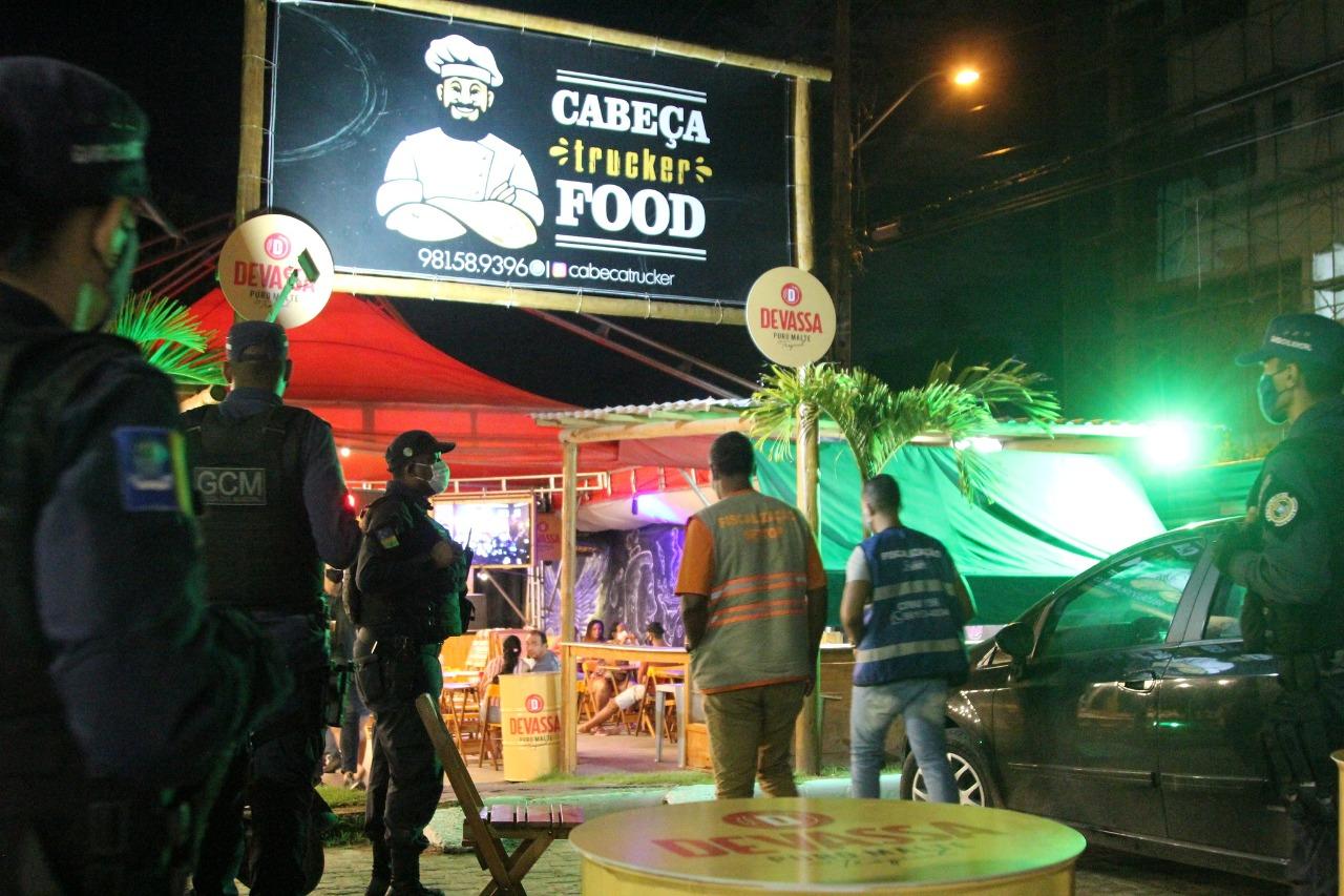 Em novo decreto, Lauro de Freitas amplia horário de funcionamento de bares e restaurantes e a capacidade de pessoas em eventos