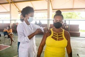 Lauro de Freitas vacina quase 4 mil pessoas nesta segunda (02) e alcança 61% do público-alvo