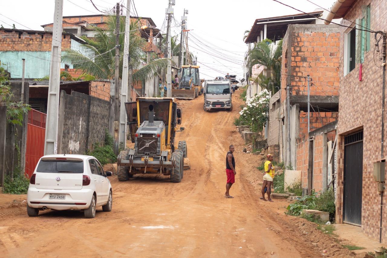 Seinfra intensifica requalificação de ruas com recursos do Pac Itinga. Operação Tapa Buracos também prossegue