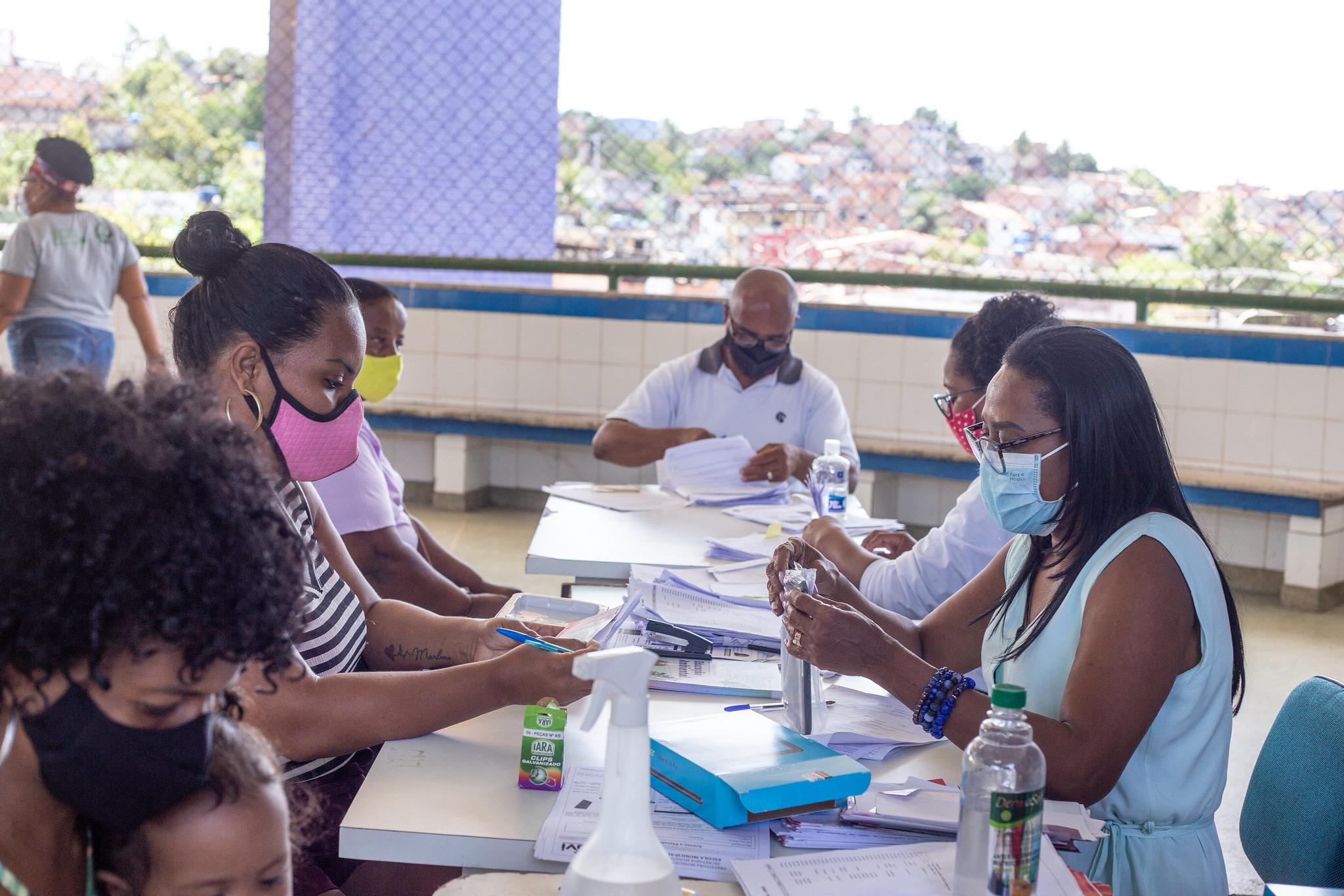Lauro de Freitas entrega últimos tablets para alunos do Fundamental I das escolas de Itinga
