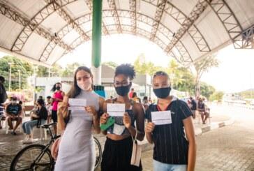 Quase 2 mil pessoas compareceram à repescagem da vacina contra a Covid-19 em Lauro de Freitas. Nesta terça (14) terá aplicação de 2ª dose