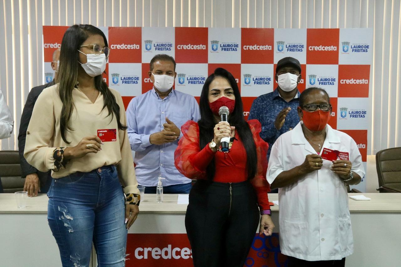 Lançado pela Prefeitura, Cartão de crédito para servidores vai injetar até 40 milhões no comércio de Lauro de Freitas
