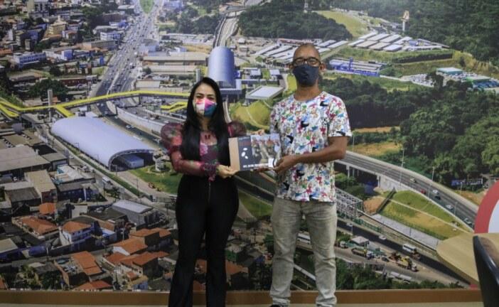 """Projeto """"As Divindades de papelão"""" é apresentado à prefeita Moema Gramacho"""
