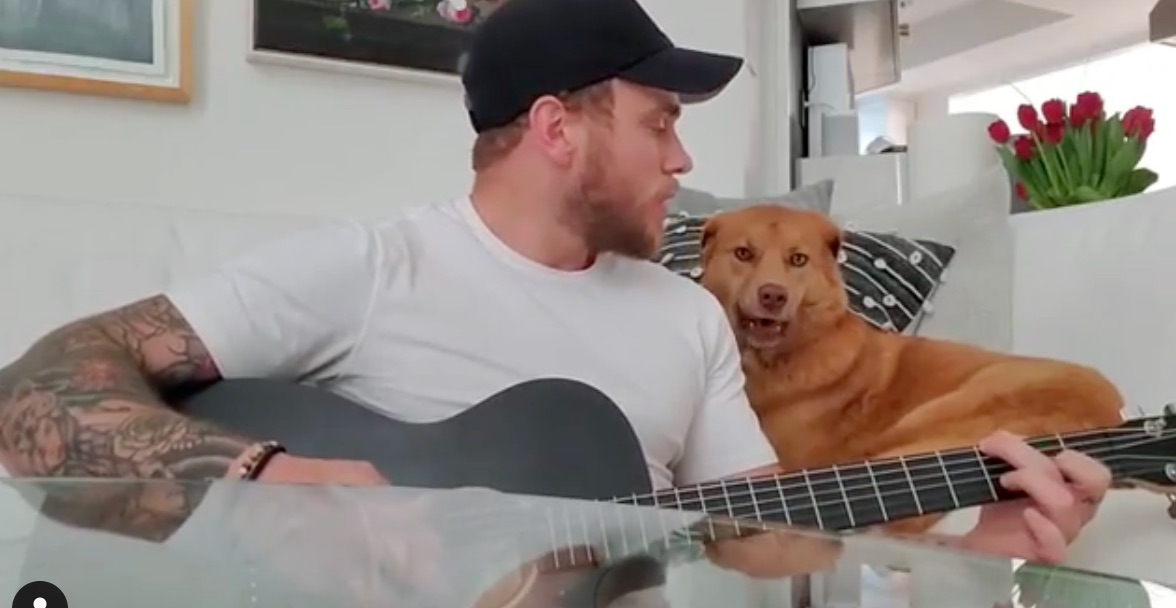 Gus Kenworthy serenades his dog, Birdie