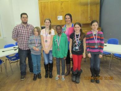 L'équipe B de l'école Bois-du-Nord, médaillée d'argent junior en 2014-2015. Tommy D'Aigle, Félix Boudreau-Millaire, Léonie Bélanger, Wakati Ahikye, Annie Tremblay, Zia Lespérance, Alice Jobin.