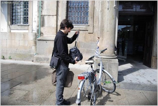 Falta de estacionamentos para bicicletas à entrada da Câmara Municipal de Braga