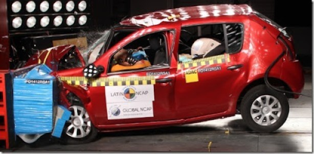 crash-test-frontal-do-renault-sandero-sem-airbags-1352836526336_615x300